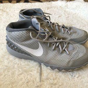 🔹Men's Nike Kyrie 1's 🔹